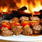 Curso ensina 61 tipos de espetinhos gourmet